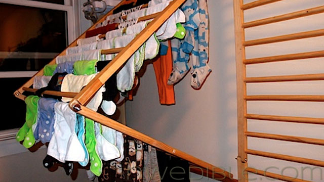 diy wall mounted folding clothes dryer rack lifehacker australia. Black Bedroom Furniture Sets. Home Design Ideas