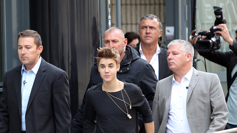Justin Bieber Blacks Out, Suffers Concussion After Walking Into Plate of Glass — Again