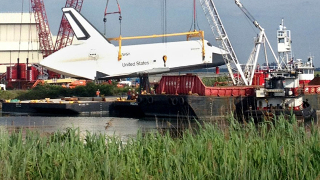 The Space Shuttle Is Sailing Around New York Today