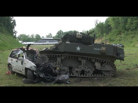 Click here to read Watch a Guy Drive a F*CKING TANK Through a White Castle Drive-Thru