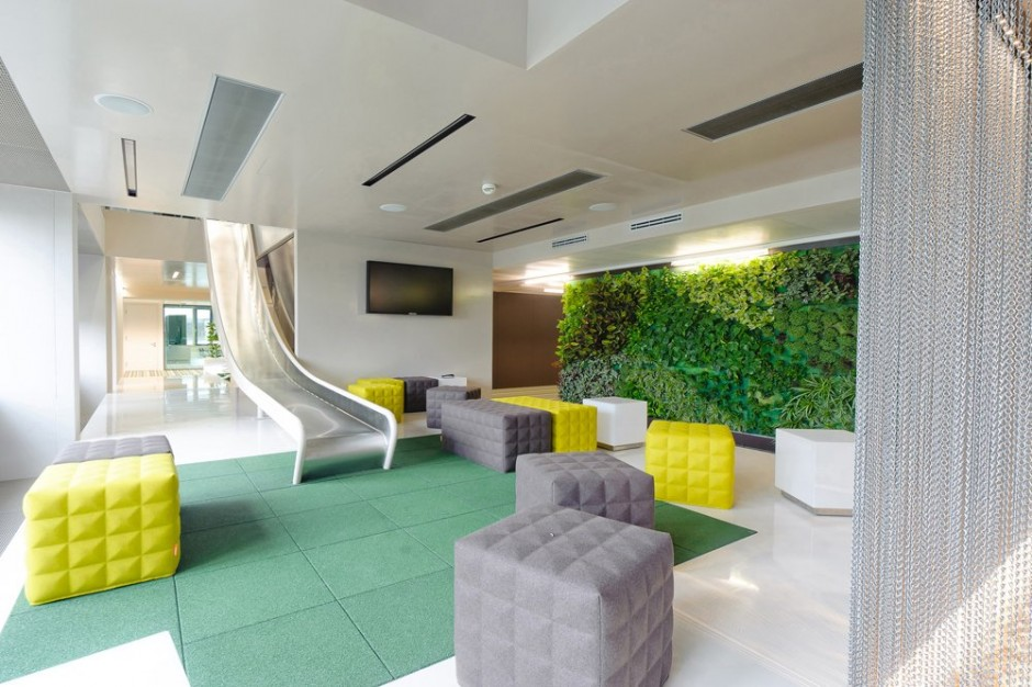 Microsoft 39 s office has a giant slide inside gizmodo india - Decoration bureau professionnel design ...