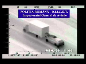Insanely Brazen Thieves Attempt To Rob a Moving Truck