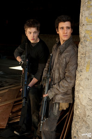 "Promo Pics From Falling Skies #204: ""Young Bloods"""