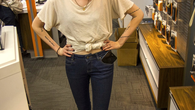 Giant Smartphones in Skinny Jeans: A Photoshoot
