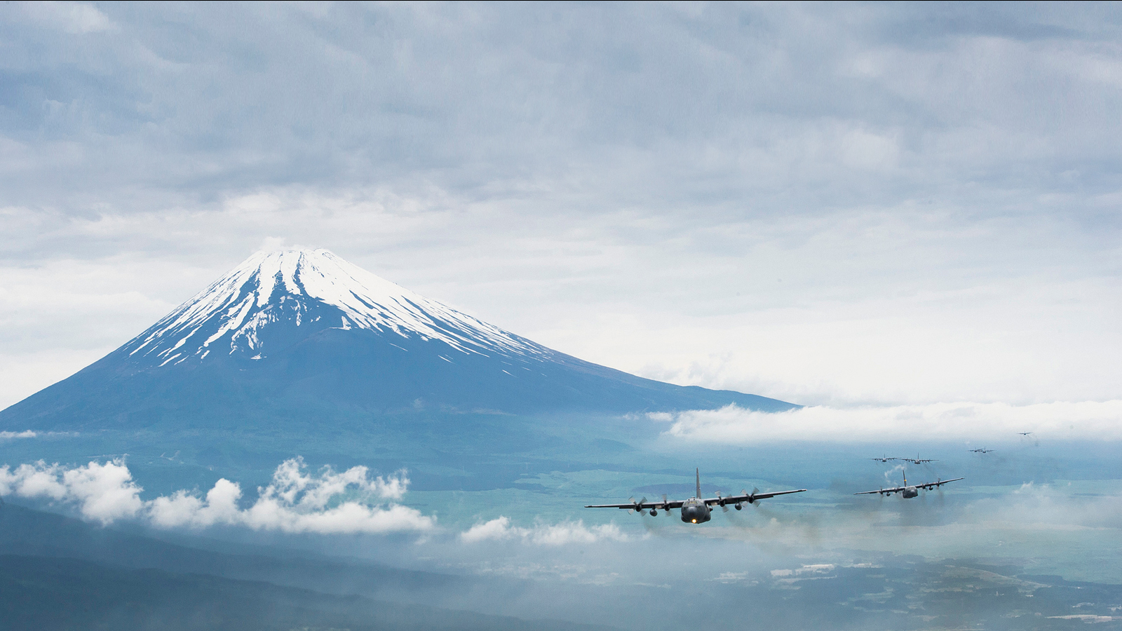 Click here to read Awesome Image of Airplane Formation Near Mount Fuji Just Needs Godzilla To Be Perfect