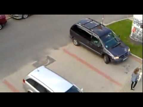 Click here to read Is This Minivan Driver The World's Worst Parker?