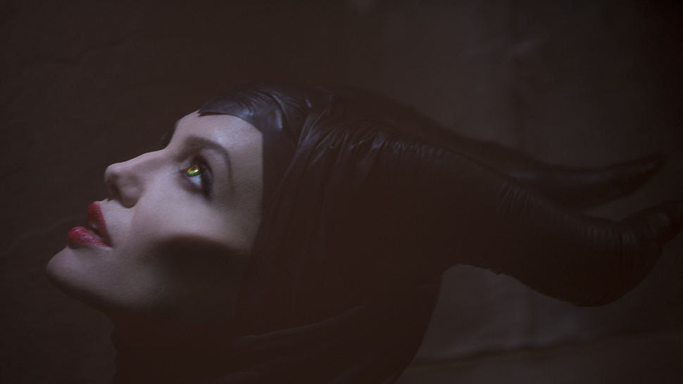 First official look at Angelina Jolie as the Evil Queen <em>Maleficent</em>