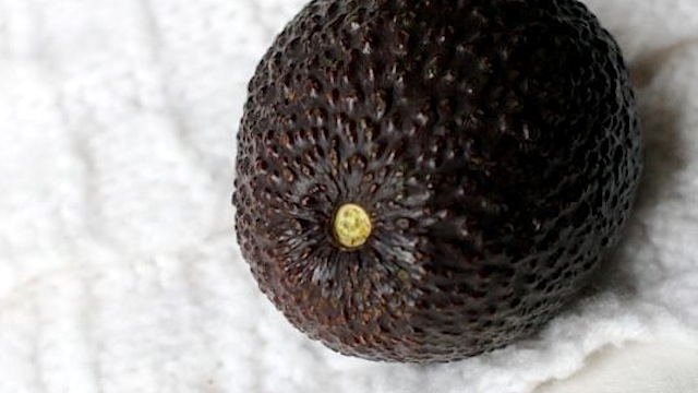 how to tell avocado is ripe stem