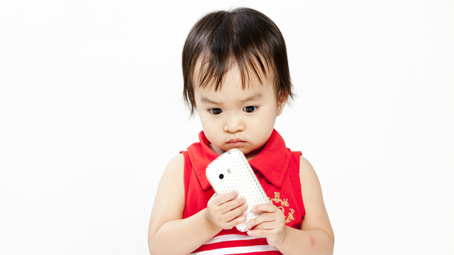 More Mums Now Pacifying Kids With Gadgets