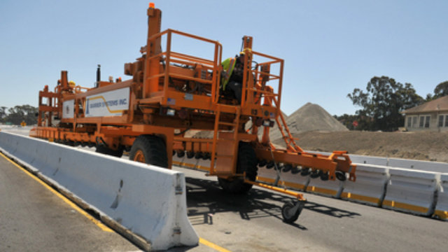 Click here to read The Zipper Truck Lifts Thousands of 1,500-Pound Blocks in Minutes