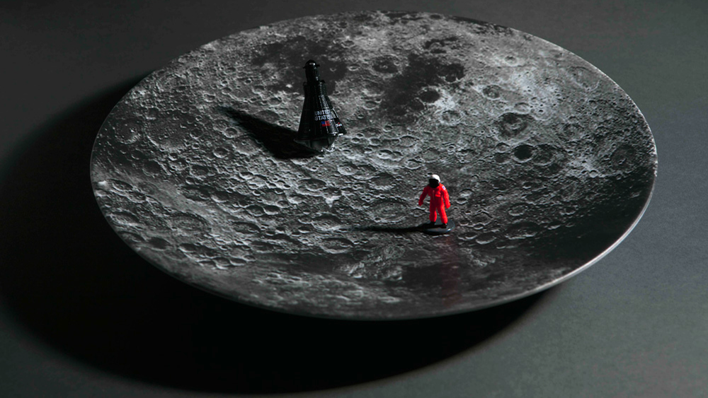Click here to read For the Price of a Decent Meal, You Can Dine on the Moon