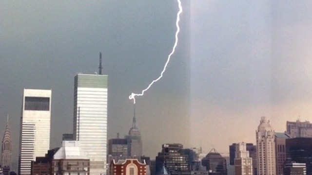 original Spectacular Lightning Strikes Empire State Building