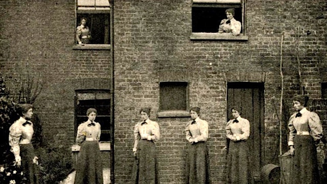 This is what human cloning looked like in 1900