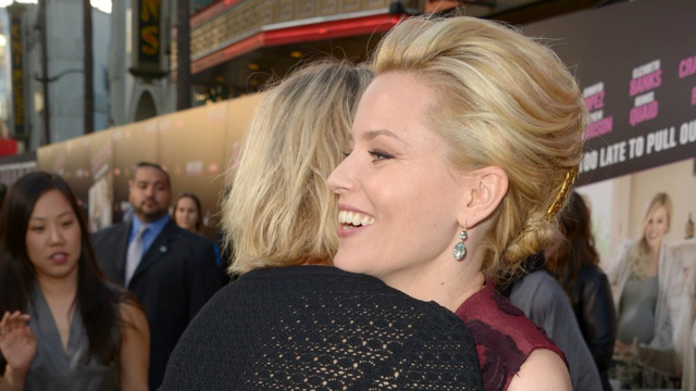 Elizabeth Banks Gets Some Sugar From Cameron Diaz
