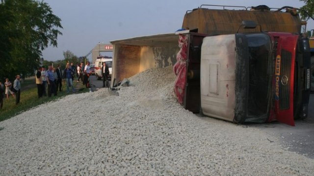 This Is What Happens When A Truck Full Of Crushed Stone Turns Over On A Car