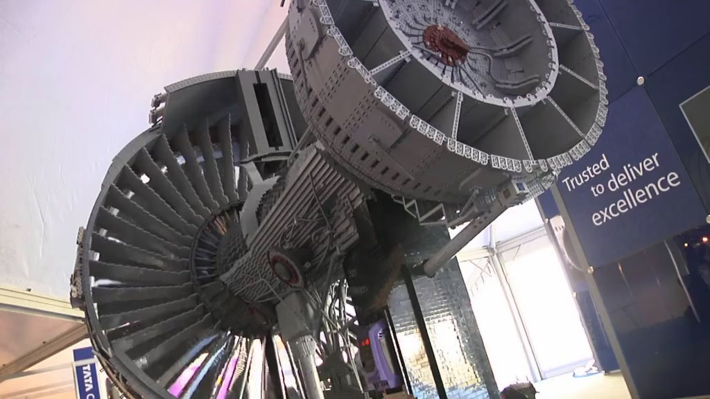 Click here to read Watch the 152,455-piece Lego Rolls-Royce Engine In Action