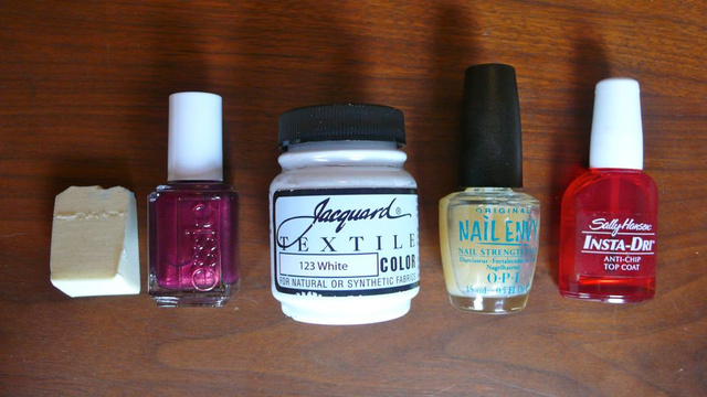 How to Give Yourself A Shabby Chic Antique Manicure