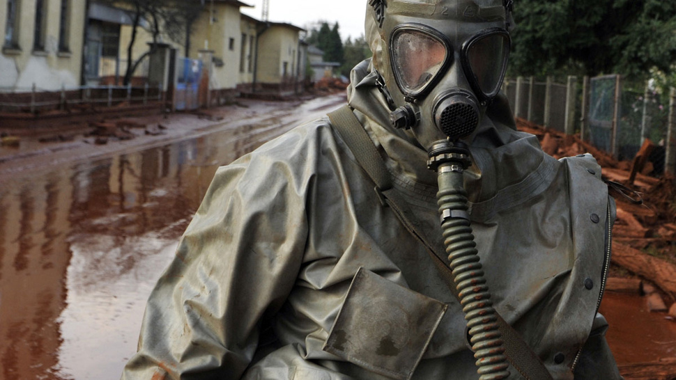 Hungarian toxic sludge kills 4, injures at least 120 — and it may be headed for the Danube