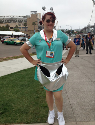 Roswell alien waitress cosplay will make you nostalgic for the 1990s!