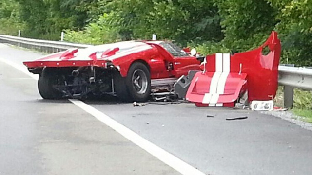 Ford GT40 Crashes On Rainy Tennessee Road