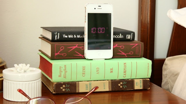 Click here to read Turn an Old Book into a Bedside Smartphone Dock