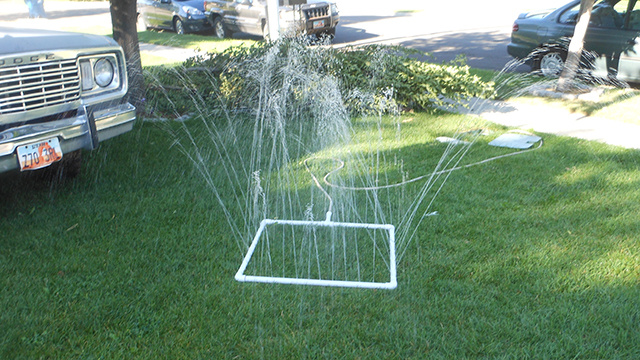 DIY PVC Sprinkler Is Dirt Cheap, Fits Lawns of All Shapes and Sizes