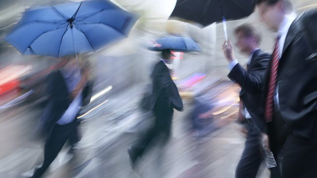 Sprinting as Fast as You Can Will Keep You Drier In the Rain, Says Physics