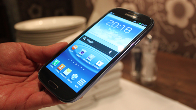 Click here to read Samsung Sells 50 Million Smartphones a Quarter, Twice as Many as Apple