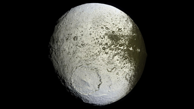 The biggest avalanches in the solar system happen on Saturn's moon Iapetus