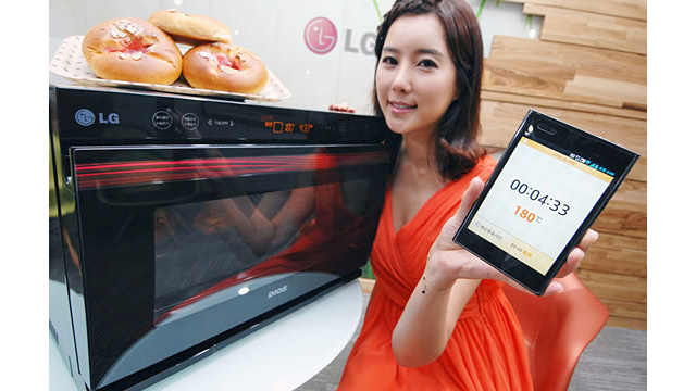 Click here to read Remote Control Multi-Function Microwave Could Replace Half Your Appliances