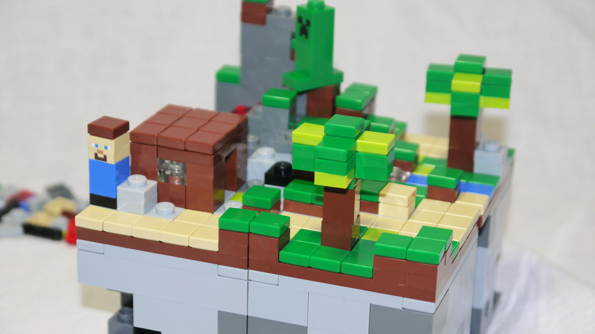 Minecraft micro world news videos reviews and gossip for Lego world craft