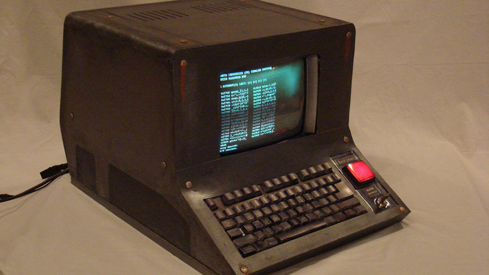 Click here to read This Man Built a Working Computer From <em>Fallout</em>. It's Pretty Damn Great.