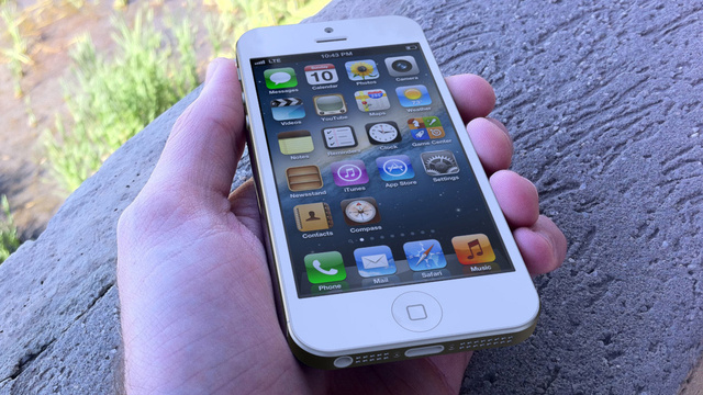 This Is How the iPhone 5 Might Look in Your Hand