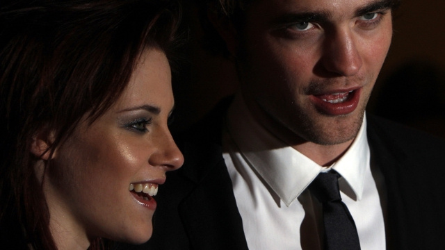 Report: 'Crazy Drunk' Robert Pattinson Making 'Secret Phone Calls' to Kristen Stewart