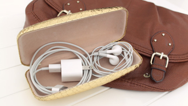 Click here to read Store Your Cables Tangle-Free in a Glasses Case