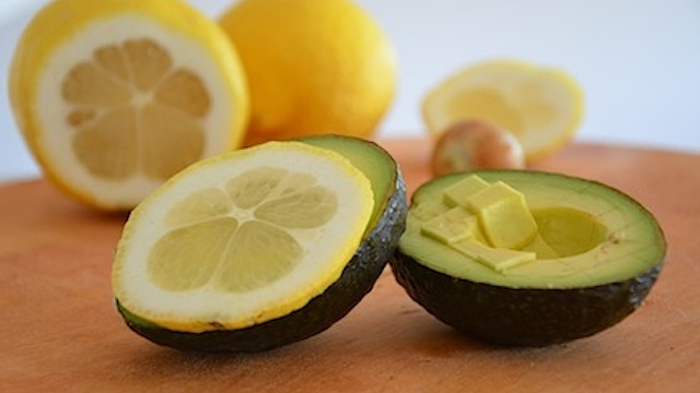 Click here to read Temporarily Preserve Avocados with a Slice of Lemon