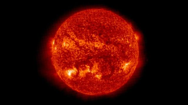 Click here to read We Were Totally Wrong About the Sun's Shape Until <i>Yesterday</i>