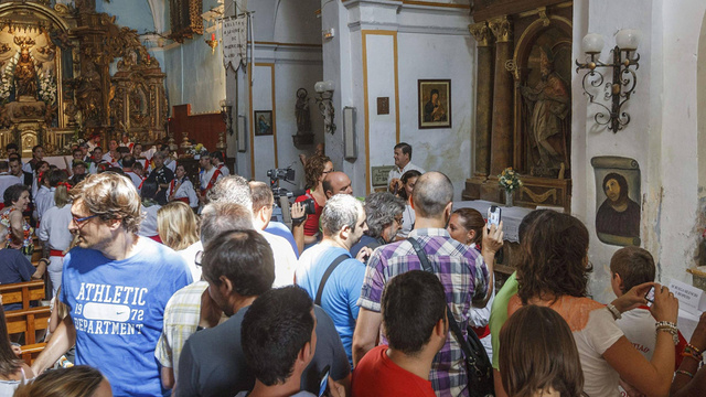 Tourists Flock to Furry Beast Jesus Fresco