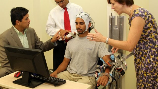 Click here to read This Telepathic Exoskeleton Could Help Stroke Victims Move Again