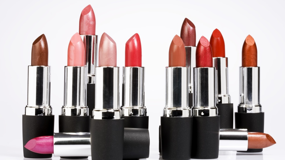 A Badass Challenge to Those Sexist 'Lipstick Myth' Studies