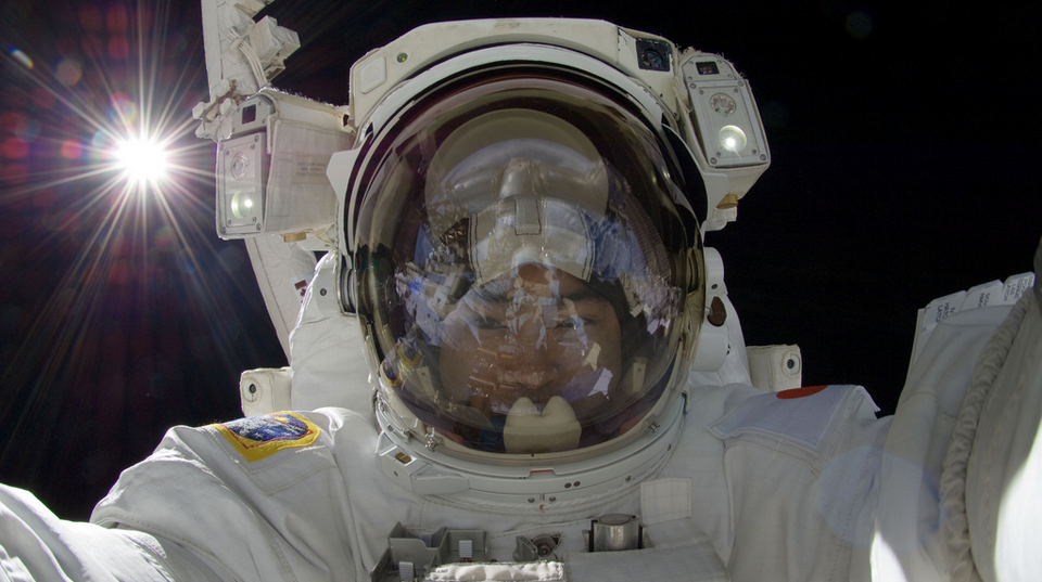Astronauts Using DSLRs… In Space!