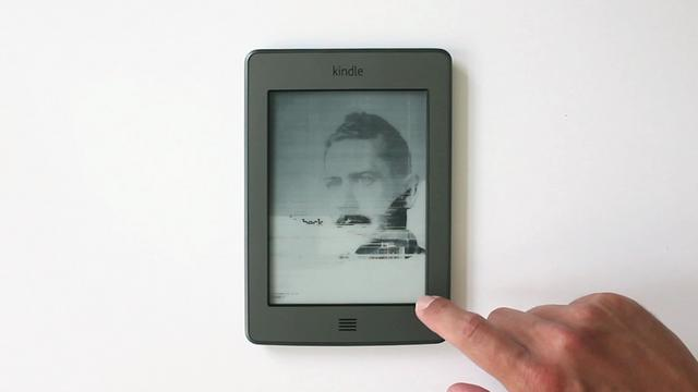 Click here to read These Broken Kindle Screens Can Be Beautiful But Are They Art?