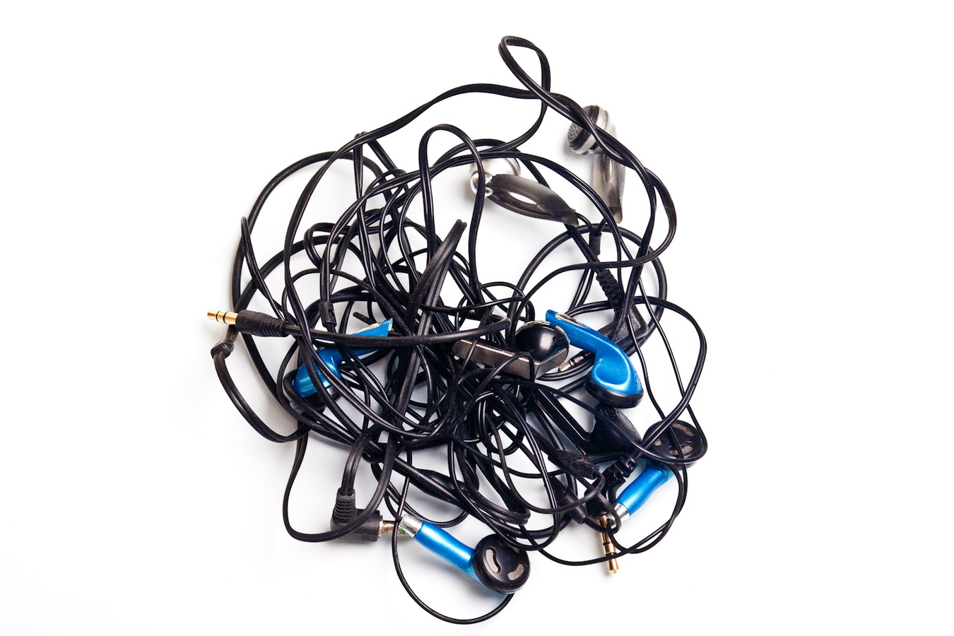 Click here to read Why Aren't There Any Good Headphones With Retractable Cables?