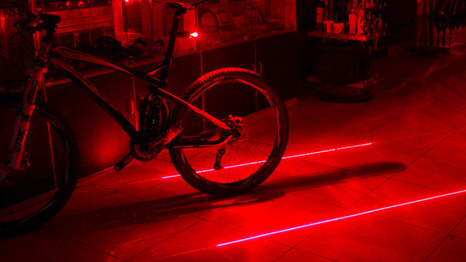 how do lasers produce light