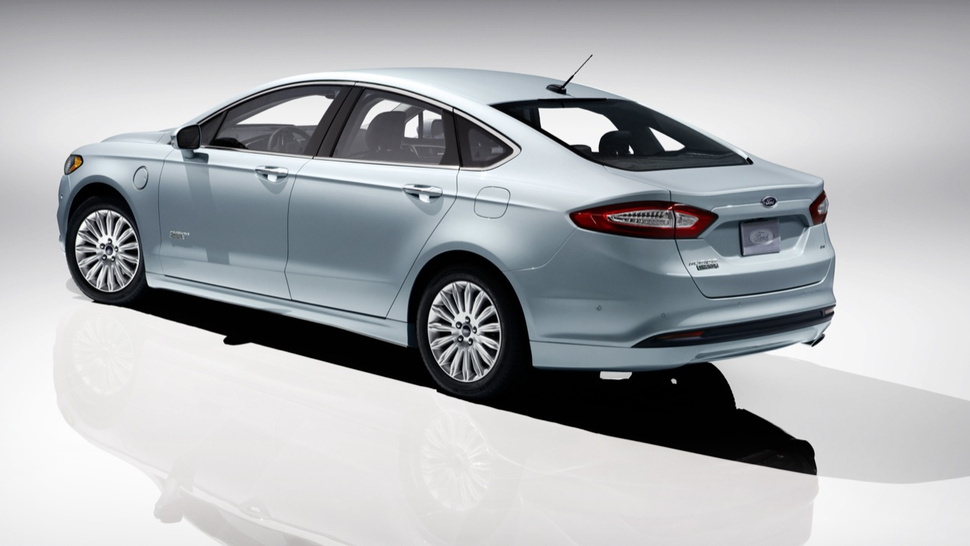 Ford Fusion Hybrid Gets A Toyota-Slamming 47 MPG City/Highway
