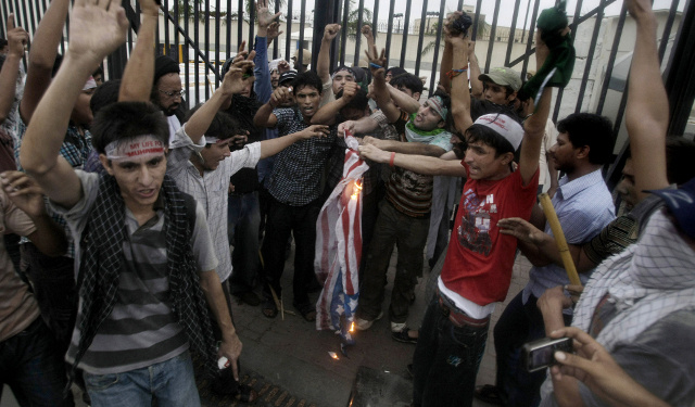 Report: Fumes from Burning American Flags Kill Pakistani Protester