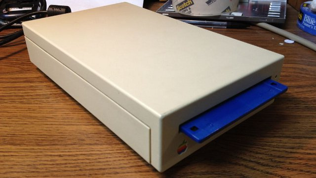 Retro Apple Floppy Drive as HDD Enclosure