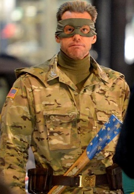 Jim Carrey dons the Colonel Stars camo on the set of Kick-Ass 2