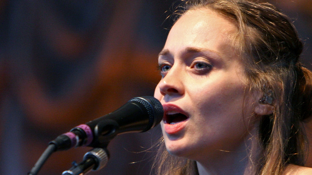 Texas Sheriff's Department Tells Fiona Apple to 'Shut Up and Sing'