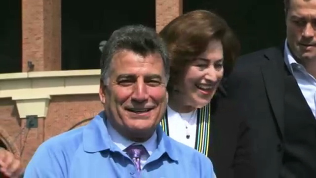 It's Gone: Keith Hernandez shaves famous mustache for charity